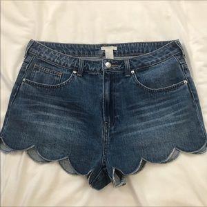 Scalloped hem denim shorts